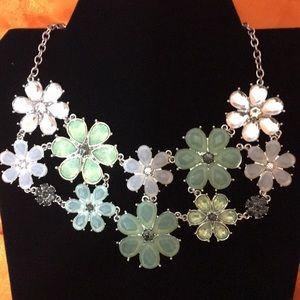 Jewelry - Chunky flower burst necklace/Choker